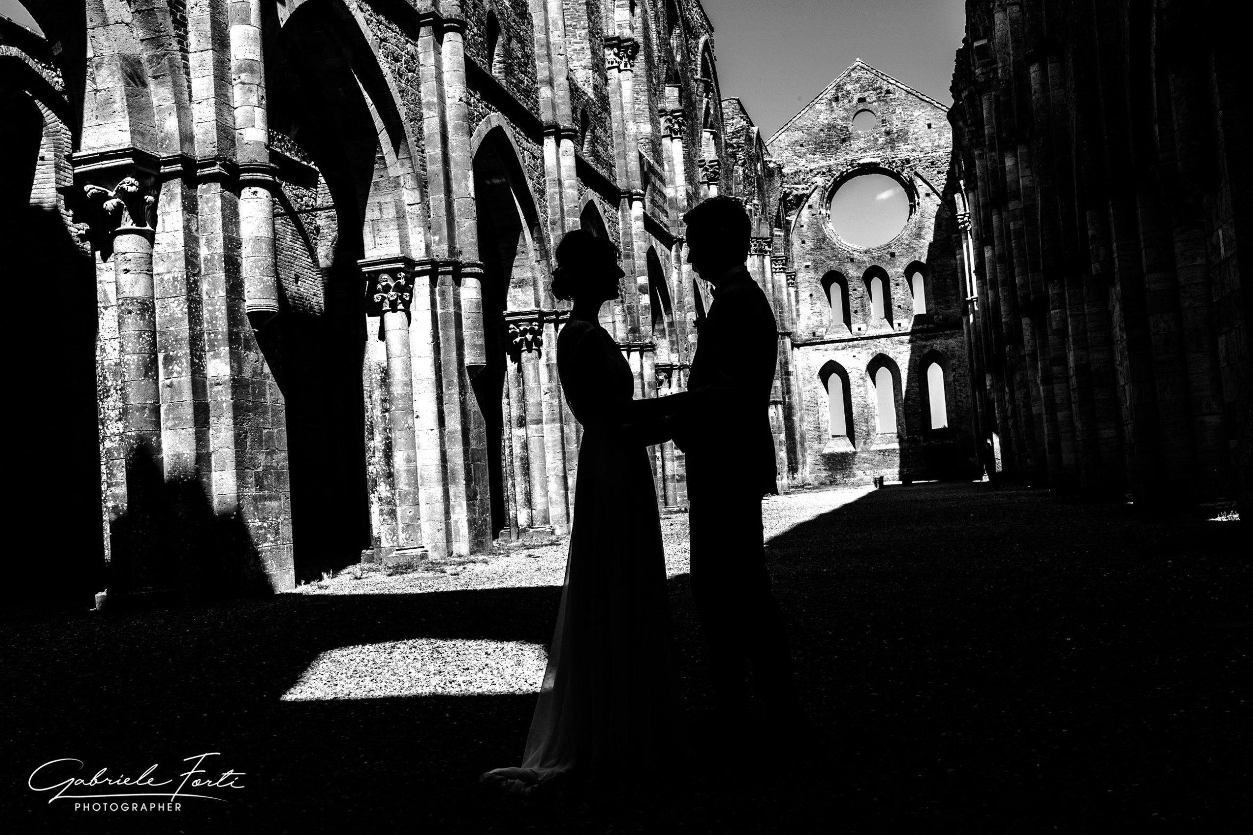 abbazia-san-galgano-tuscany-villa-podenovo-wedding-dress-foto-forti-gabriele