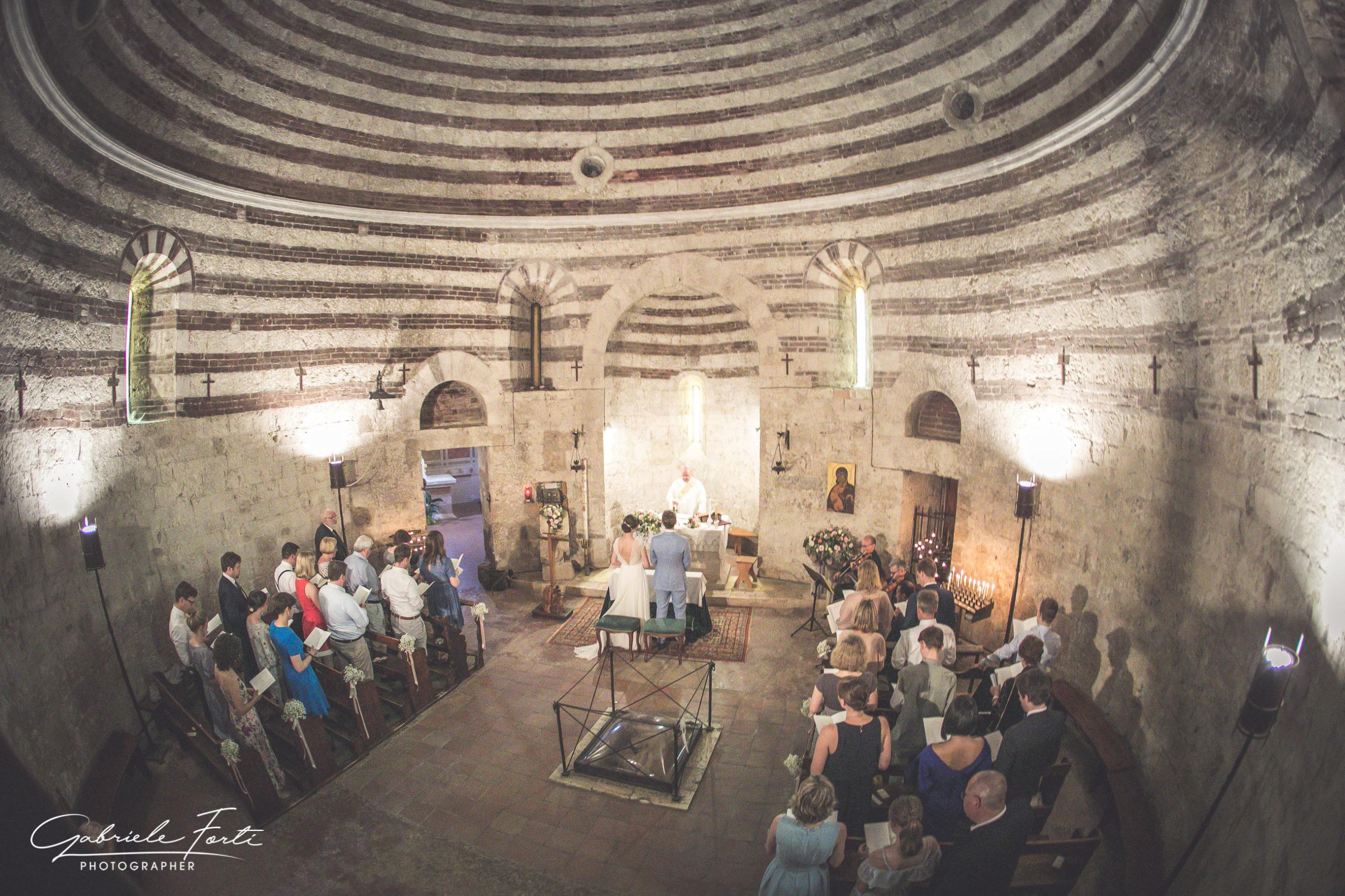 abbazia-san-galgano-tuscany-villa-podenovo-wedding-dress-foto-forti-gabriele-5